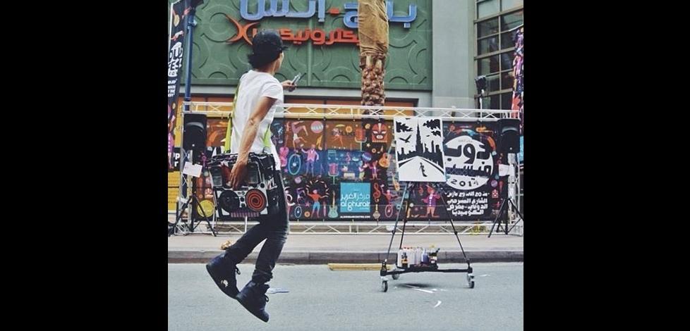Akira street performer dancing